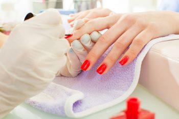 Vai fazer as unhas? 7 cuidados para ter na manicure
