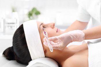 Como o microagulhamento atua contra o envelhecimento da pele